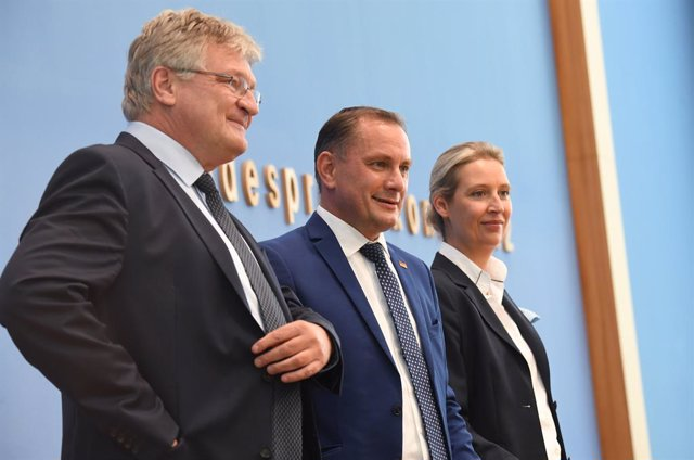27 September 2021, Berlin: Top candidates of the Alternative for Germany party (AfD) in the federal election, Tino Chrupalla and Alice Weidel, stand with Joerg Meuthen, AfD's federal spokesman, at the Federal Press Conference before commenting on the outc