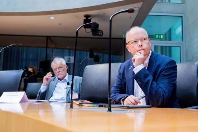 Archivo - 08 July 2021, Berlin: Stefan Seidler (R), top candidate of the Southern Schleswig Voters' Association (SSW) for the 2021 federal election, and Flemming Meyer, regional chairman of the Southern Schleswig Voters' Association (SSW), sit at the begi