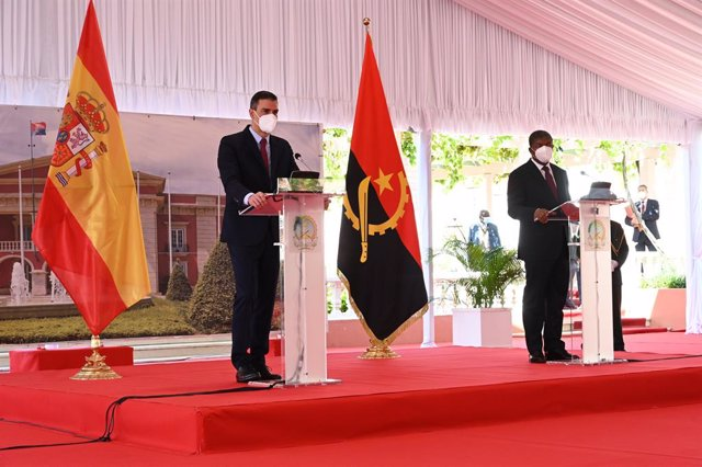 Archivo - El presidente del Gobierno, Pedro Sánchez, y su homólogo de Angola, Joao Lourenço, durante la visita de este a Luanda