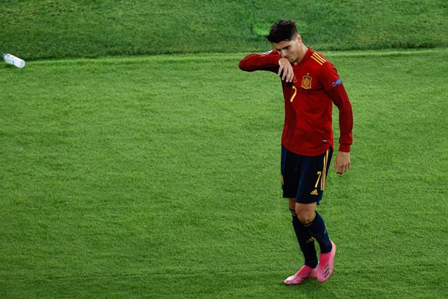 Archivo - Alvaro Morata of Spain gestures during the UEFA EURO 2020 Group E football match between Spain and Poland at La Cartuja stadium on June 19, 2021 in Seville, Spain.