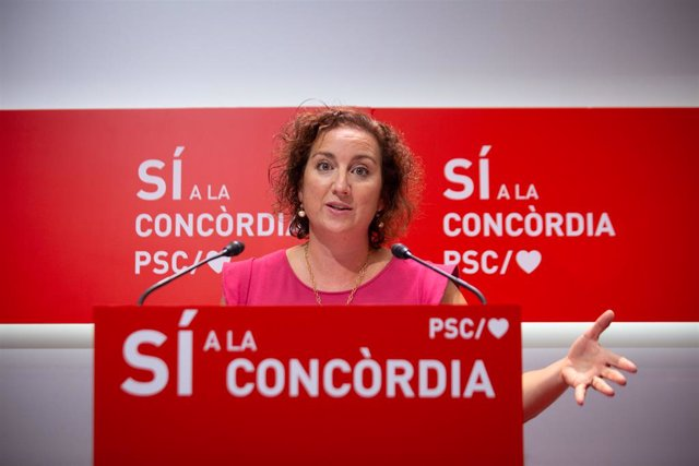 Arxiu - La portaveu del PSC al Parlament, Alícia Romero, en una conferència de premsa