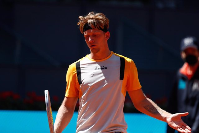 Archivo - Alejandro Davidovich Fokina of Spain in action during his Men's Singles match, round of 32, against Daniil Medvedev of Russia on the ATP Masters 1000 - Mutua Madrid Open 2021 at La Caja Magica on May 5, 2021 in Madrid, Spain.