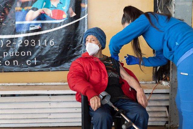 Archivo - Vacunación contra el coronavirus en Chile