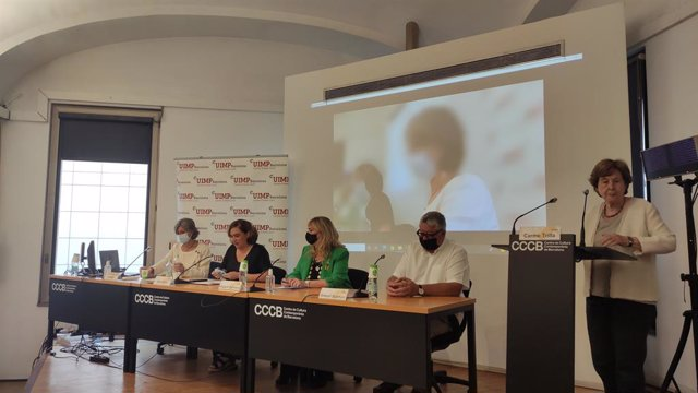 La vicepresidenta segona de la Diputació de Barcelona, Carmela Fortuny; l'alcaldessa de Barcelona, Ada Colau; la consellera de Drets Socials de la Generalitat, Violant Cervera; el vicepresident executiu de l'AMB, Antonio Balmón.