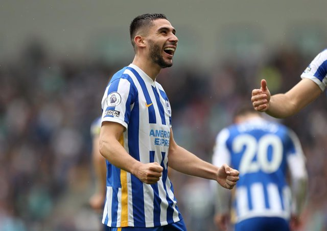 19 September 2021, United Kingdom, Brighton: Brighton and Hove Albion's Neal Maupay celebrates scoring his side's first goal during the English Premier League soccer match between Brighton & Hove Albion and Leicester City at the AMEX Stadium. Photo: Steve
