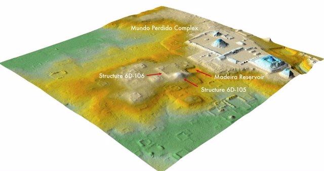 Un análisis lidar reciente reveló que un área que alguna vez se asumió como colinas naturales, en el centro, cerca del complejo del Mundo Perdido de Tikal, a la derecha, es en realidad una ciudadela en ruinas de 1.800 años de antigüedad.