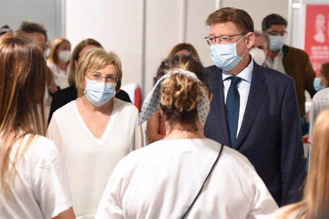 Ana Barceló i Ximo Puig en l'acte de tancament dels vacunòdroms