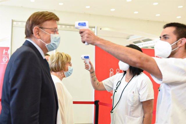 Ximo Puig i Ana Barceló en l'acte de tancament dels vacunòdroms