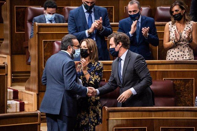 Los diputados de Vox felicitan a José María Sánchez en un debate sobre el CGPJ