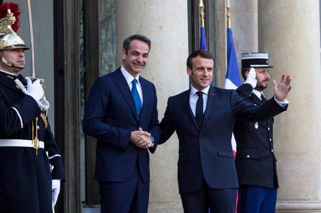Archivo - Emmanuel Macron y Kyriakos Mitsotakis.