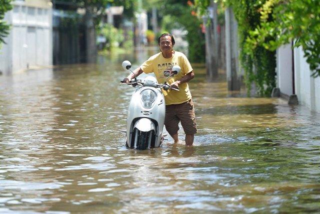 Archivo - Imagen de archivo de inundaciones en Tailandia.