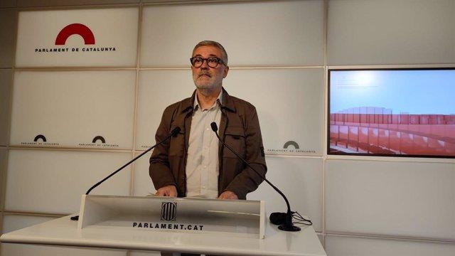 El diputat de la CUP Carles Riera en la roda de premsa al Parlament