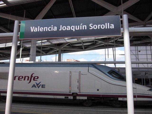 Archivo - AVE, estación Joaquín Sorolla.