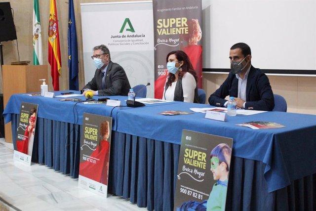 Presentación de la campaña 'Súper Valiente busca hogar' en Huelva.