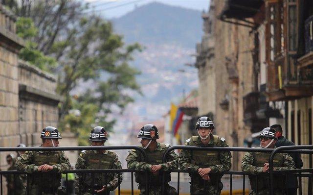 Archivo - Imagen de archivo de un grupo de soldados colombianos en Bogotá.