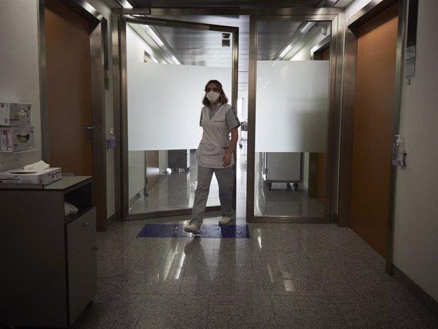 Archivo - Personal sanitario en las instalaciones del Centro de Investigaciones Médicas Aplicadas (CIMA) de la Universidad de Navarra,.