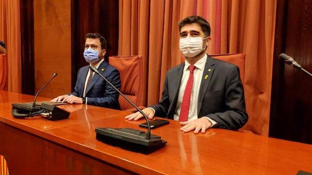 El president de la Generalitat, Pere Aragonès, i el vicepresident de la Generalitat, Jordi Puigneró, es reuneixen al Parlament amb els grups de Junts i ERC abans del debat de política general