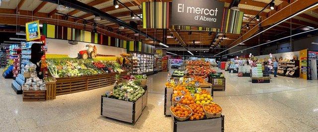 Imatge de l'interior d'un supermercat de Caprabo