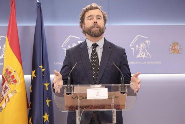 El portavoz de Vox en el Congreso, Iván Espinosa de los Monteros, en una rueda de prensa anterior a una Junta de Portavoces en el Congreso de los Diputados, a 28 de septiembre de 2021, en Madrid, (España).