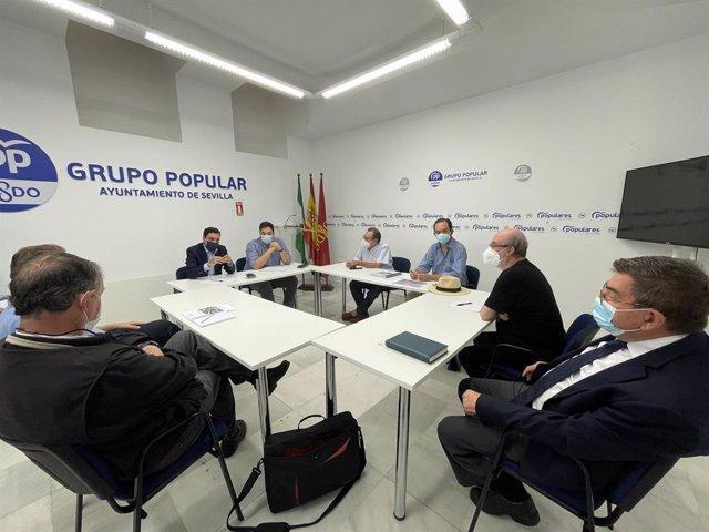Reunión entre el PP y los colectivos del puente de Alfonso XIII