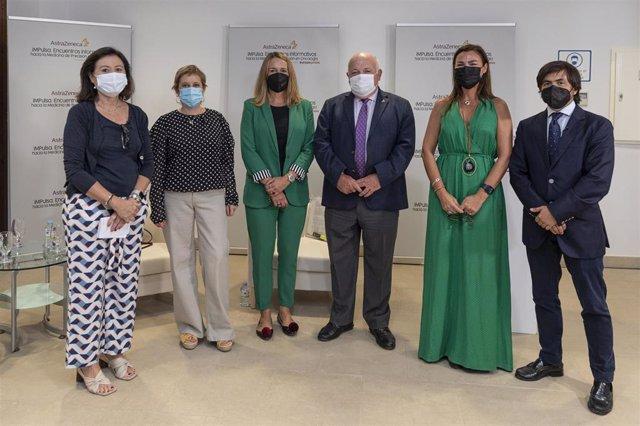 Desde la izquierda, María Jesús Rubio, Asunción Ríos, Marta Moreno, Jesús Aguirre, María Jesús Pareja y David Vicente, en el encuentro organizado por AstraZeneca.