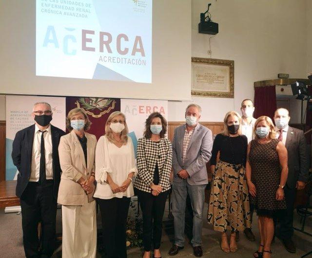 La presidenta de la S.E.N, Patricia de Sequera, junto a los presidentes de ALCER, ONT, y SEDEN, los coordinadores del proyecto ACERCA, y los responsables de las Consejerías de Salud de Madrid, Andalucía y Castilla y León.