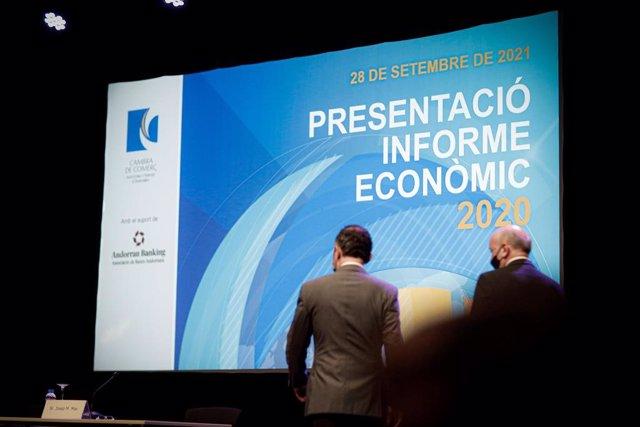 El cap de govern d'Andorra i el president de la Cambra de Comerç, abans de presentar l'Informe econòmic 2020