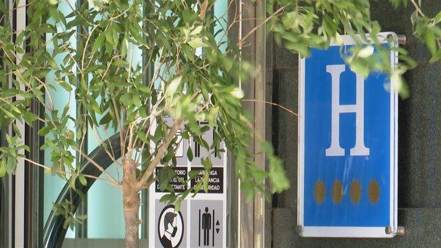 Archivo - Hoteles refugio en la Comunidad Valenciana para turistas con Covid que tengan que hacer cuarentena