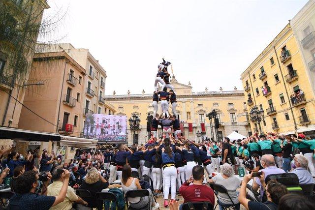 Arxiu - Quatre de sis amb el pilar dels Xiquets del Serrallo durant la diada de Santa Tecla a Tarragona