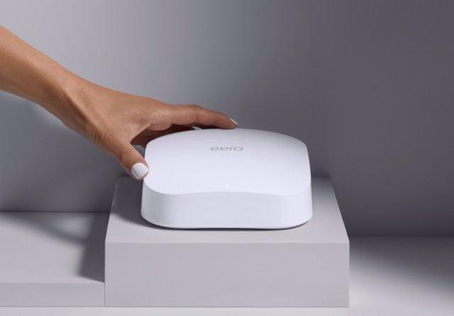 El router eero 6 Pro de Amazon.