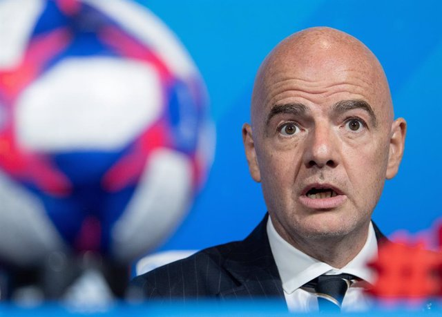 Archivo - FILED - 05 July 2019, France, Lyon: FIFA President Gianni Infantino speaks during a Press Conference. FIFA boss Gianni Infantino and retired star Fabio Cannavaro expressed similar cautious opinions on the restart of football as the world struggl