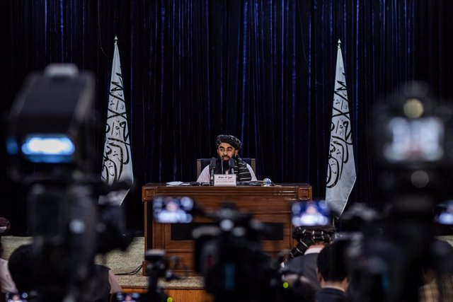 21 September 2021, Afghanistan, Kabul: Taliban government spokesman Zabihullah Mujahid delivers a news conference in Kabul. Further ministers and deputies were named as part of the Taliban interim government, none of them are women. Photo: Oliver Weiken/d
