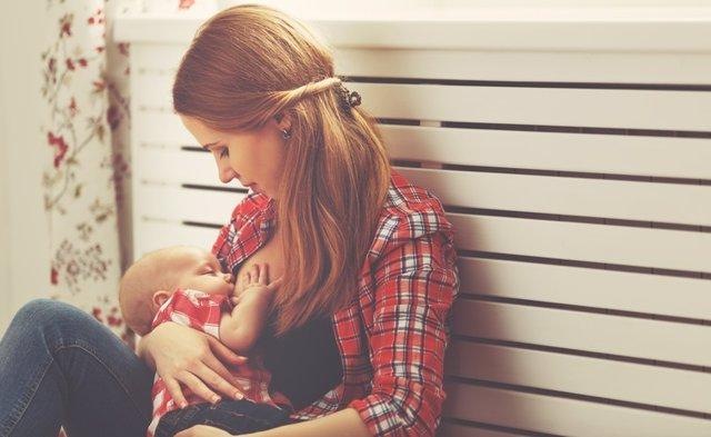 Archivo - Mother breast feeding baby