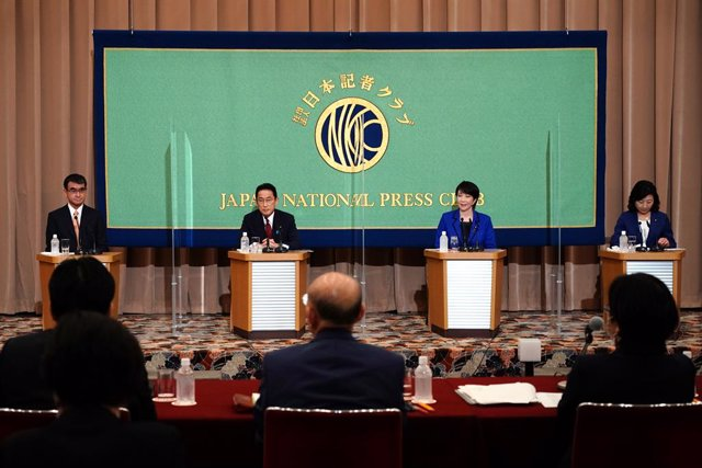 18 September 2021, Japan, Tokyo: (L-R) Candidates for the presidential election of the ruling Liberal Democratic Party (LDP) Taro Kono, state minister in charge of administrative reform, Fumio Kishida, former foreign minister, Sanae Takaichi, former inter