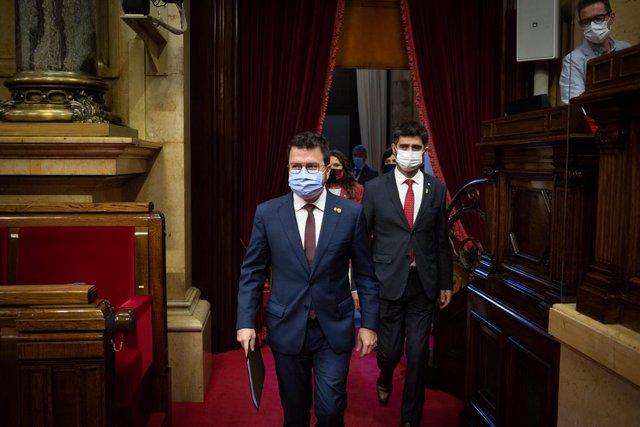 El president de la Generalitat, Pere Aragonès (e), i el vicepresident del Govern, Jordi Puigneró (d)