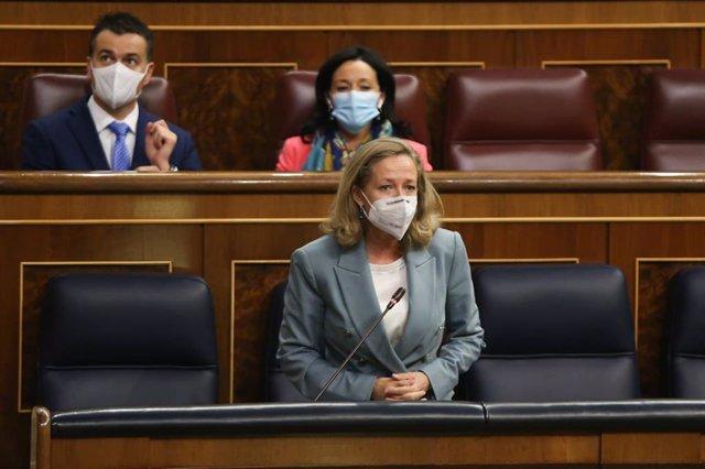 Arxiu - La vicepresidenta d'Afers Econòmics, Nadia Calviño, al Congrés dels Diputats