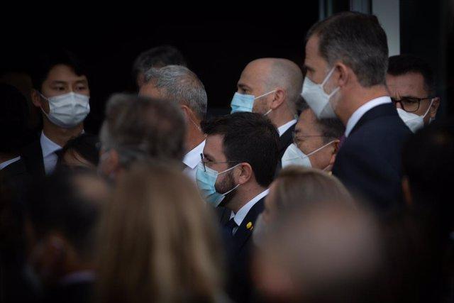 Archivo - El presidente de la Generalitat, Pere Aragonés (i) y el Rey Felipe VI (d), a su llegada al W Barcelona para asistir a una cena inaugural de la XXXVI reunión anual del Cercle D'Economía, a 16 de junio de 2021, en Barcelona, Catalunya (España). Fe