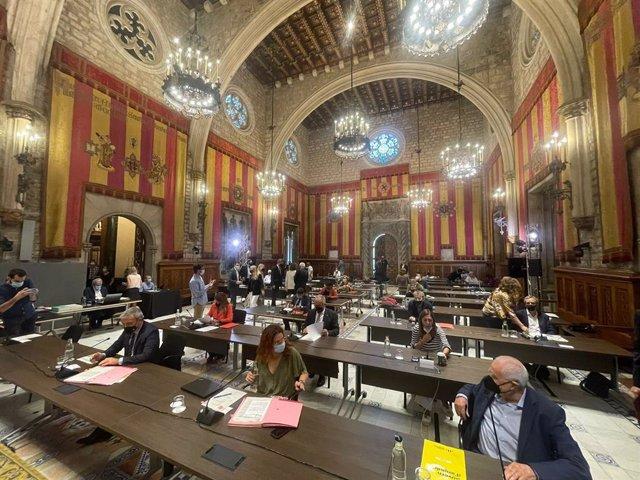 El ple de Barcelona es trasllada al Saló de Cent per recuperar la presencialitat total