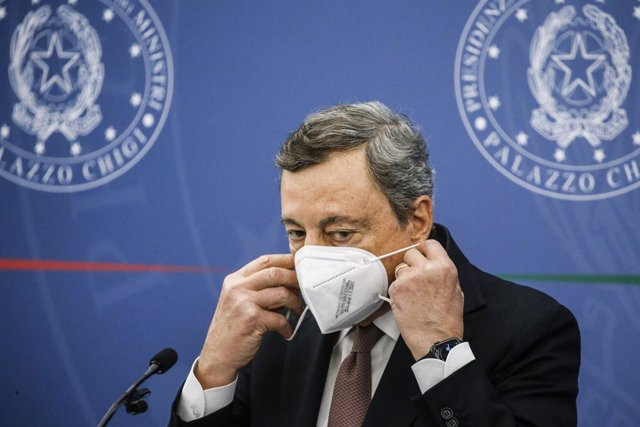 02 September 2021, Italy, Rome: Italian Prime Minister Mario Draghi takes off his face mask during a press conference following a cabinet meeting about the use of Green Pass against the spread of Coronavirus (Covid-19). Photo: Fabio Frustaci/LaPresse via