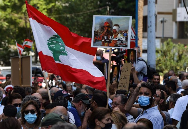 29 September 2021, Lebanon, Beirut: Lebanese demonstrators gather outside the Ministry of Justice during a mass demonstration to protest the suspension of the investigation into last year's port explosion.  The probe into the devastating Beirut port explo