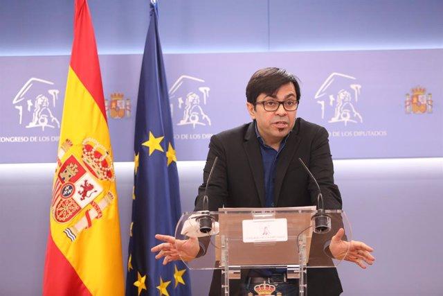 Archivo - El secretario primero del Congreso y diputado de ECP, Gerardo Pisarello, interviene en una rueda de prensa posterior a una sesión de la Mesa del Congreso celebrada en el Congreso de los Diputados, en Madrid, (España), a 2 de marzo de 2021.