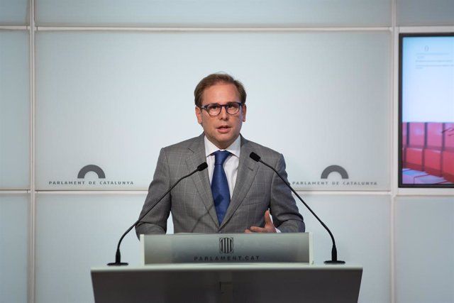 Arxiu - El portaveu de Vox al Parlament, Joan Garriga, en una roda de premsa