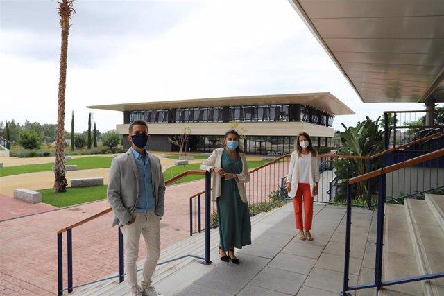 La doctoranda del Programa Doctorado en Piscología de la Universidad Loyola Ariana García Nevares ha defendido su tesis en el Salón de Actos del Campus de Sevilla de la Universidad Loyola.
