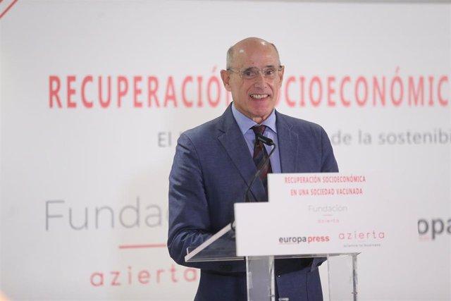 El codirector de SI-Health, Rafael Bengoa, interviene en el encuentro informativo de Europa Press 'Recuperación socioeconómica en una sociedad vacunada', en el hotel Hyatt Regency Hesperia Madrid, a 30 de septiembre de 2021, en Madrid (España).