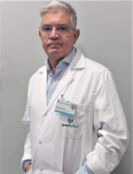 El doctor Manuel Ramos Lora, miembro del servicio de Aparato Digestivo del Hospital Quirónsalud Huelva.