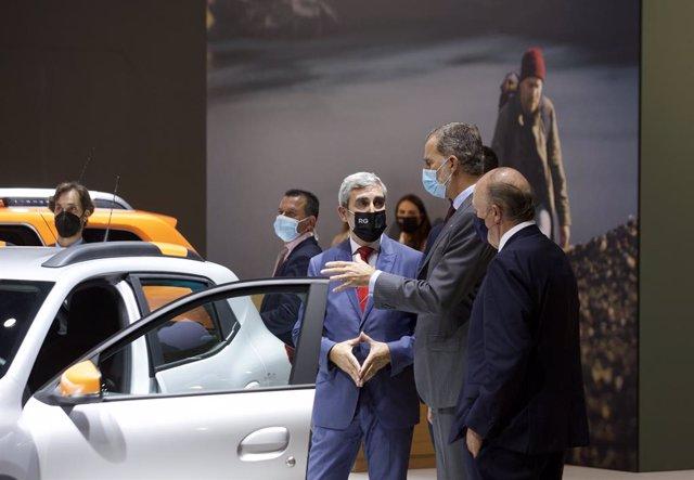 El Rei recorre l'Automobile Barcelona