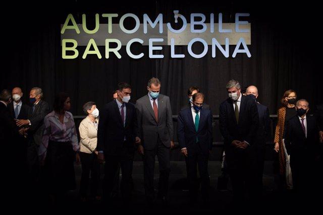 José Vicente de los Mozos al costat de la resta de personalitats en la inauguració de l'Automobile
