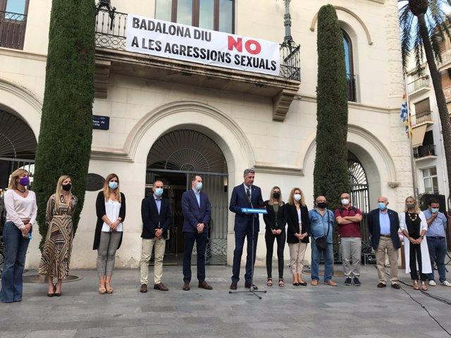 L'alcalde de Badalona, Xavier Garcia Albiol, durant l'acte de rebot de l'agressió sexual a una dona en la localitat