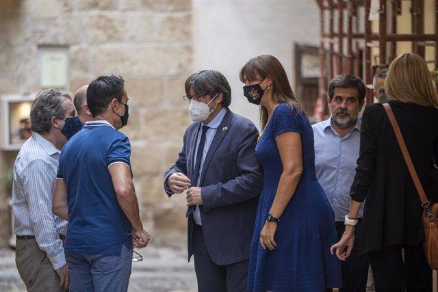 L'expresident de la Generalitat Carles Puigdemont, la presidenta del Parlament, Laura Borràs, i el número dos de JxCat, Jordi Sànchez, a l'Alguer, Sardenya (Itàlia)