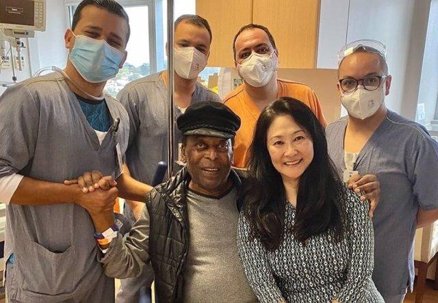 Archivo - Pelé abandona el hospital